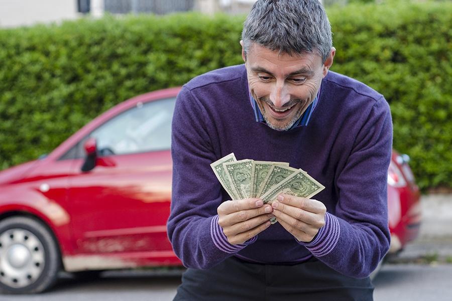 Деньги за продажу авто фото