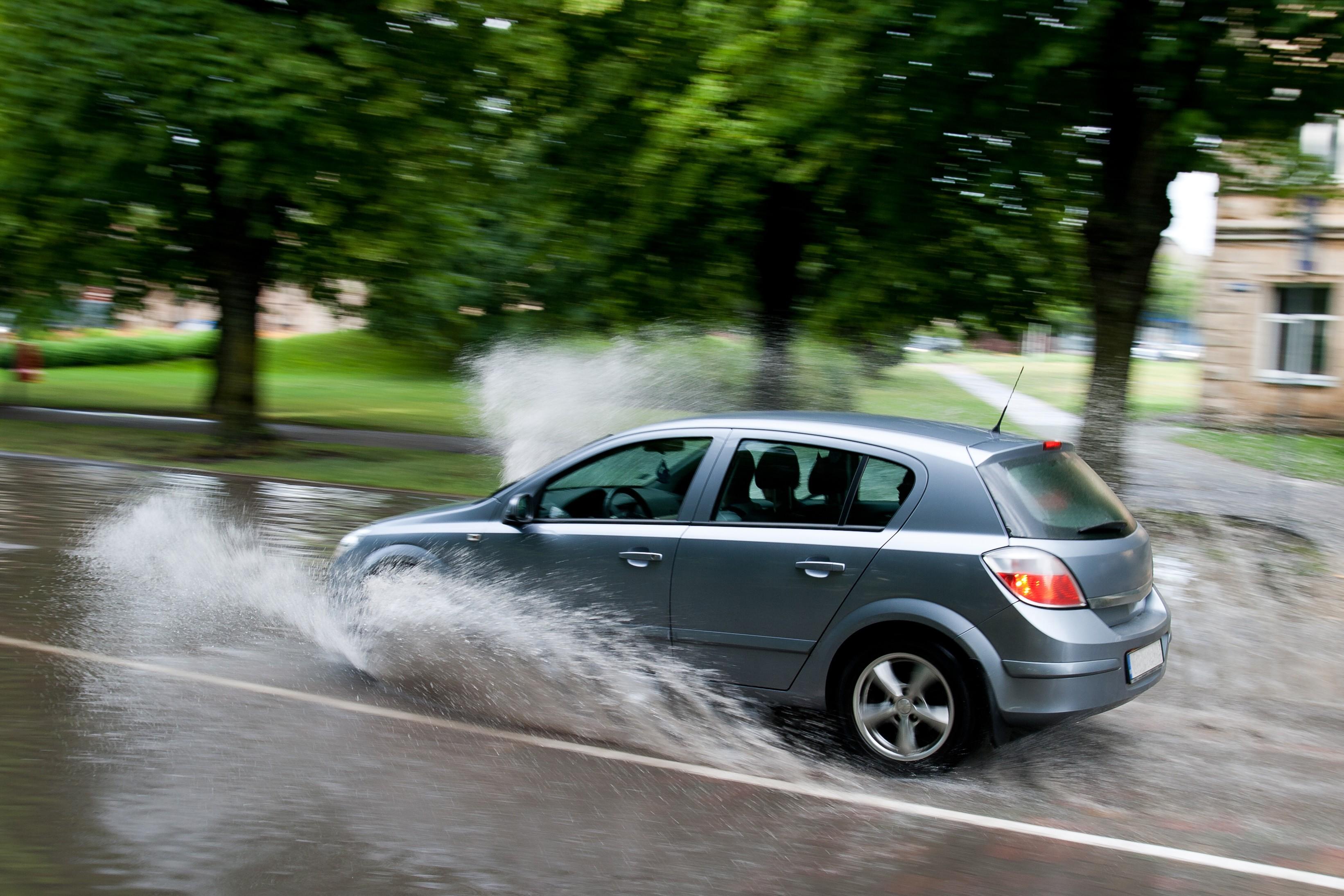 Правила безопасности при движении в дождь